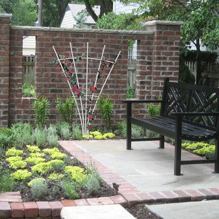 5 spoke trellis in garden on brick