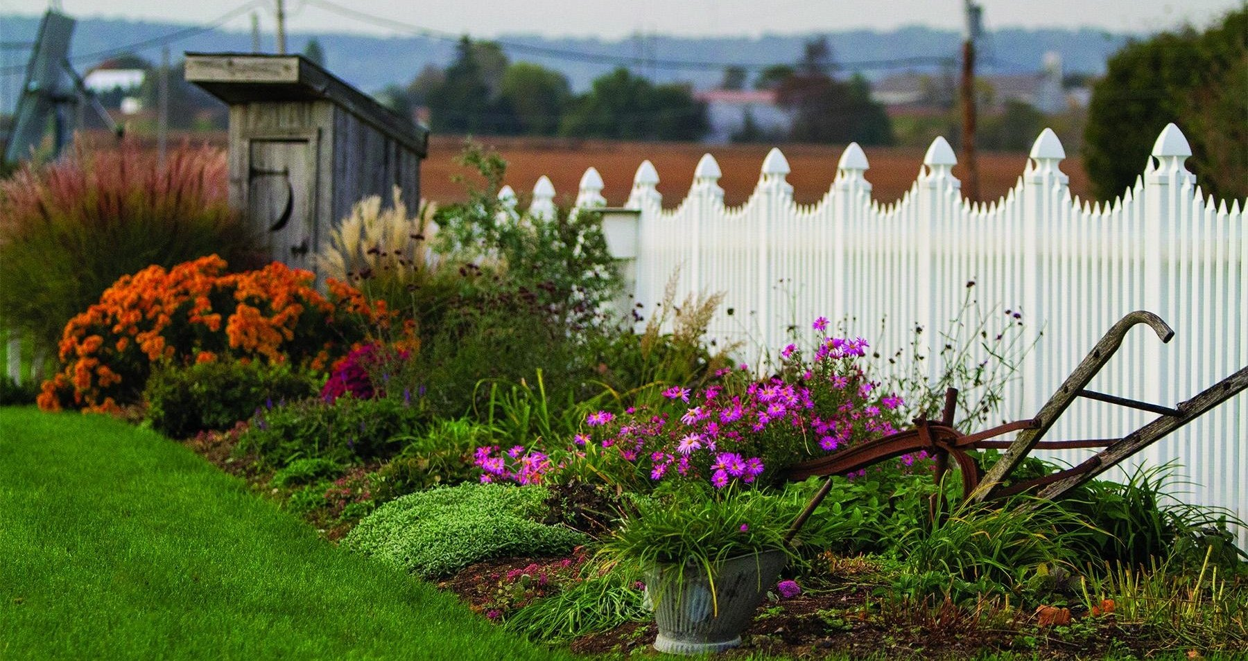 How to Choose the Vinyl Fence Style that's Right for You