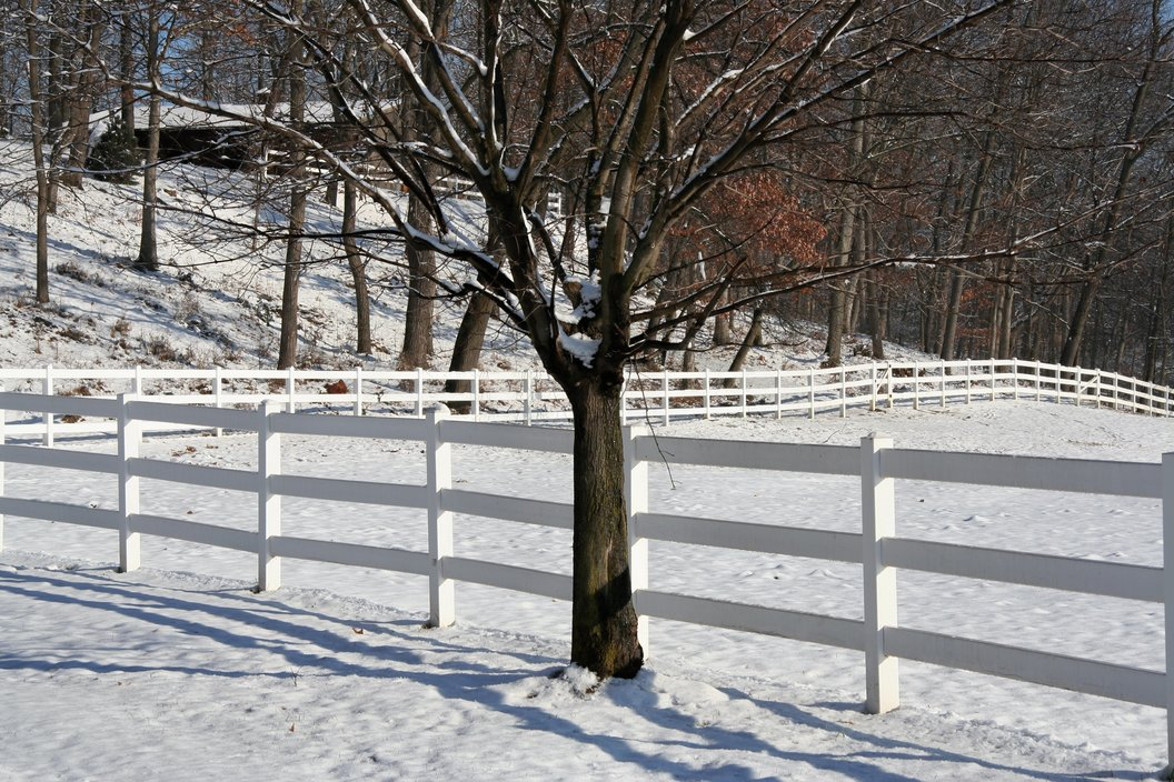 How to Clean Your Vinyl Fence This Winter