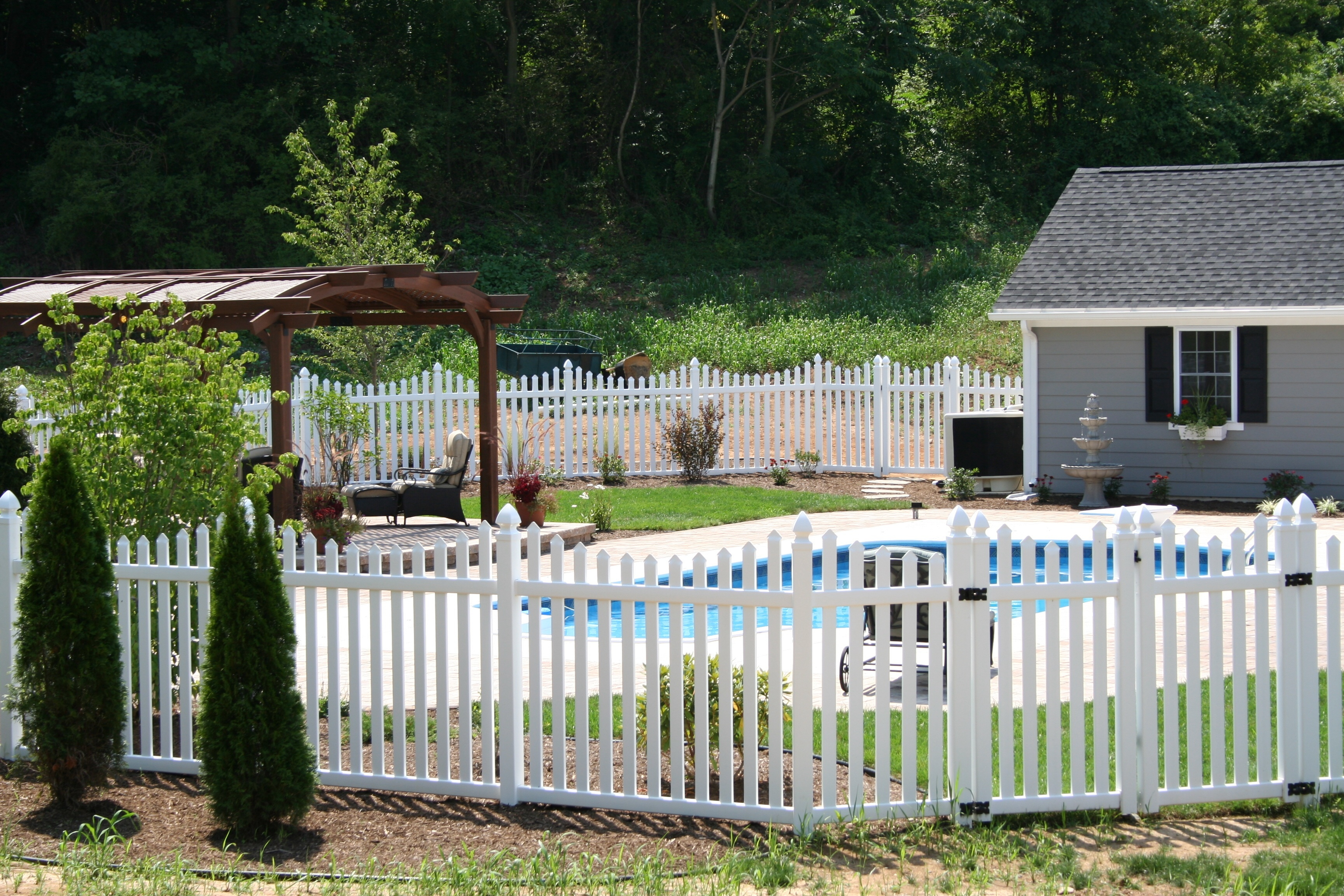 What You Need to Know About Pool Fence