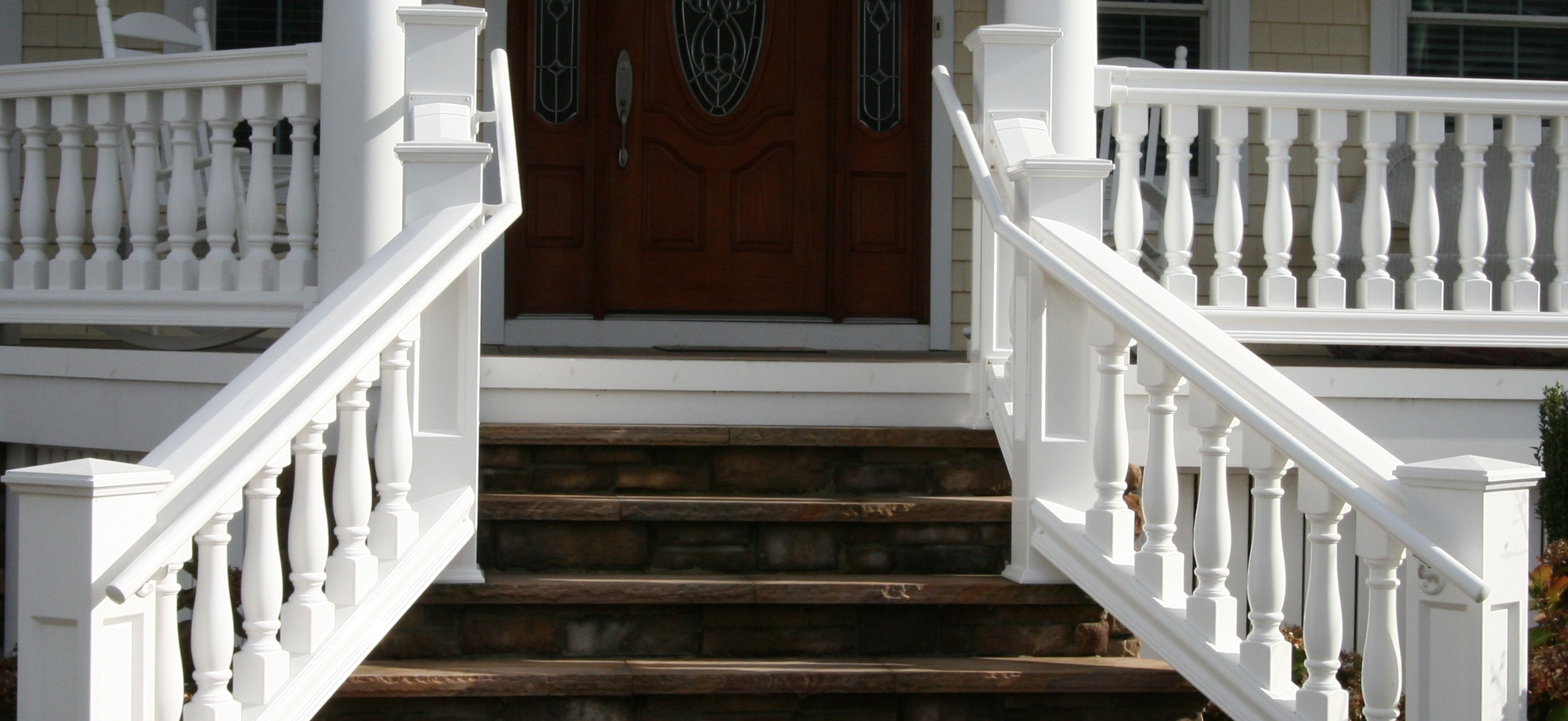What's the Difference Between Handrail and Guardrail?