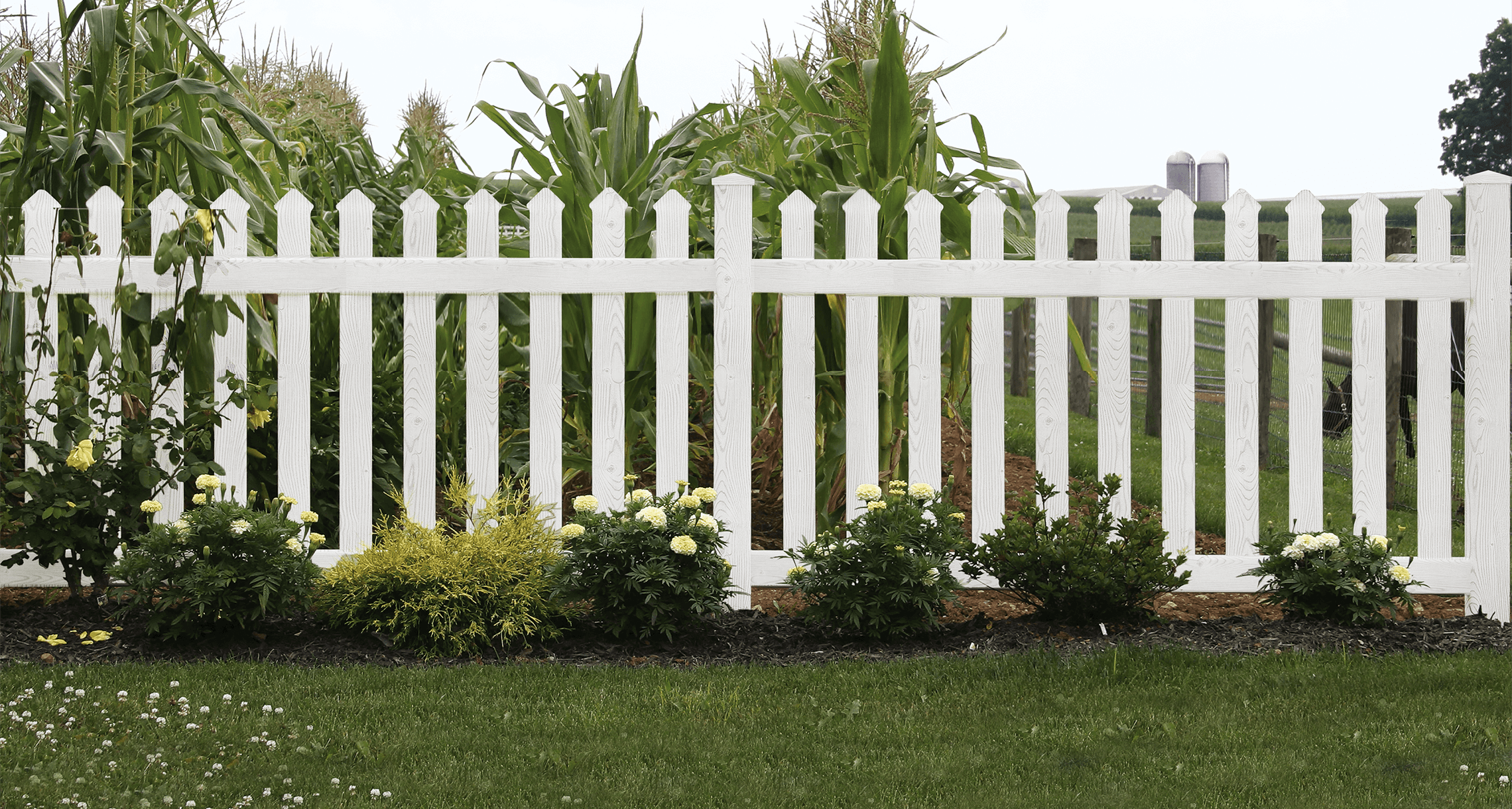 3 (Less-Obvious) Ways to Use Vinyl Fencing